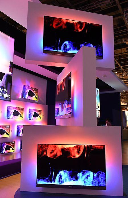 Nachdem OLED-Fernseher jahrelang eher ein Nischenprodukt waren, steigen in diesem Jahr zahlreiche Hersteller - hier Philips - mit eigenen Modellen ein.
