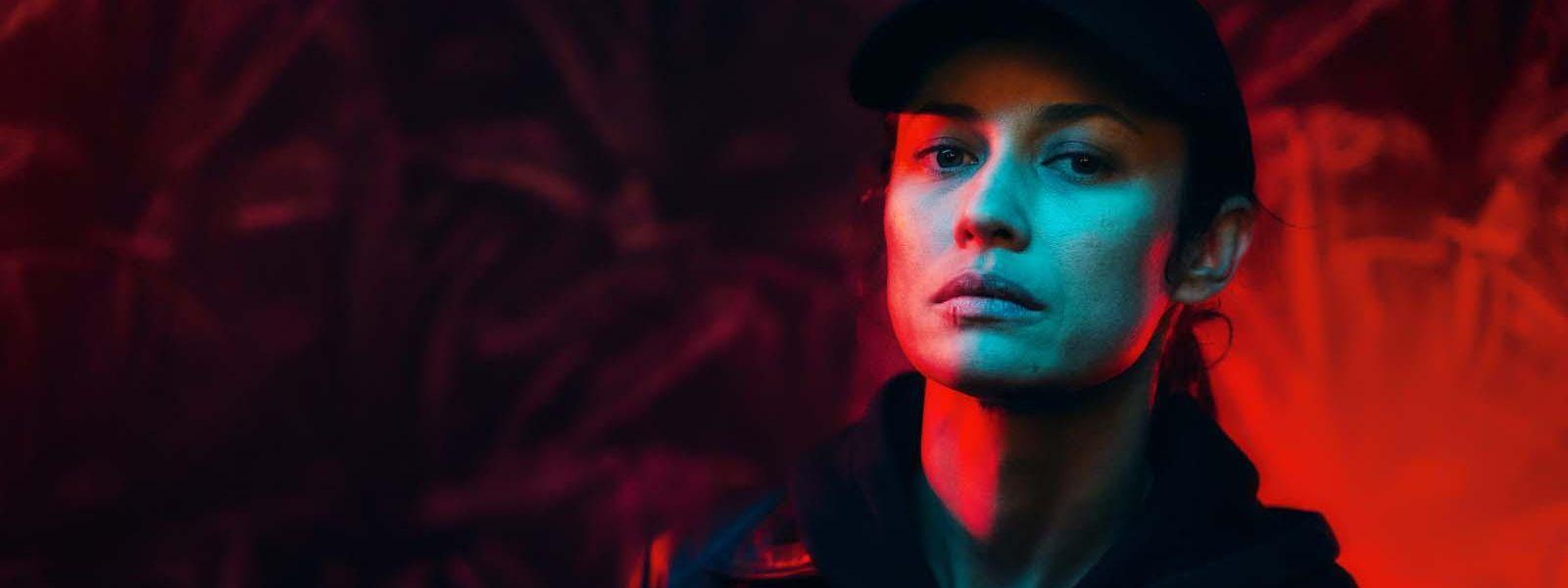 Die Elitesoldatin Klara (Olga Kurylenko) kämpft mit ihren inneren Dämonen, die sie seit einem Syrien-Einsatz quälen, und gegen die Vergewaltiger ihrer Schwester.
