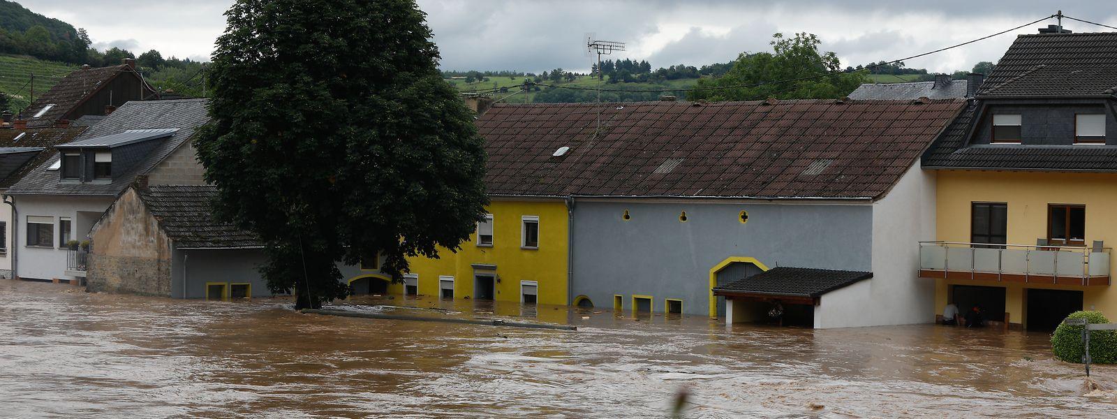 Zahlreiche Häuser standen unter Wasser.