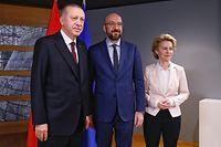 HANDOUT - 09.03.2020, Belgien, Brüssel: Charles Michel (M), Präsident des Europäischen Rates und Ursula von der Leyen, Präsidentin der Europäischen Kommission, empfangen Recep Tayyip Erdogan, Präsidenten der Türkei im Rahmen des Treffens der Staats- und Regierungschefs der EU und der Türkei. Foto: Dario Pignatelli/EU Council/dpa - ACHTUNG: Nur zur redaktionellen Verwendung und nur mit vollständiger Nennung des vorstehenden Credits +++ dpa-Bildfunk +++