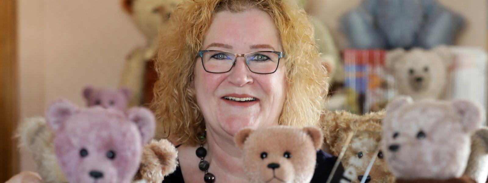 Marie-Paule Klauner-Wenner hat eine Vorliebe für Teddybären: Jedes ihrer 200 Exemplare hat sie auf der Hand genäht.