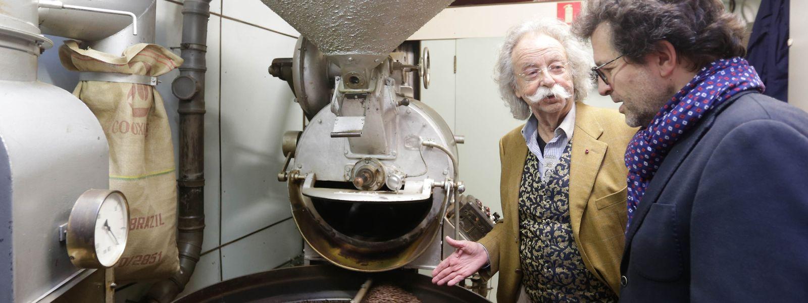 30 Jahre Fairtrade-Kaffee: Jean Pütz (l.) und Jean-Louis Zeien in der Rösterei Santos.