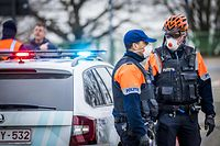 Flemish police stop Dutch motorists at the Belgian border at Maaseik on March 20, 2020, due to the spread of the novel coronavirus, COVID619. (Photo by Marcel VAN HOORN / ANP / AFP) / Netherlands OUT / Marcel Van Hoorn,bin,Flemish police stop Dutch motorists at the Belgian border at Maaseik, The Netherlands, 20 March 2020. Due to the strict rules in Belgium regarding the coronavirus, crossing the border is now fined. ANP MARCEL VAN HOORN,Flemish police repels Dutch motorists at the border,Stephan,Marcel Van Hoorn,GRENS netherlands out - belgium out