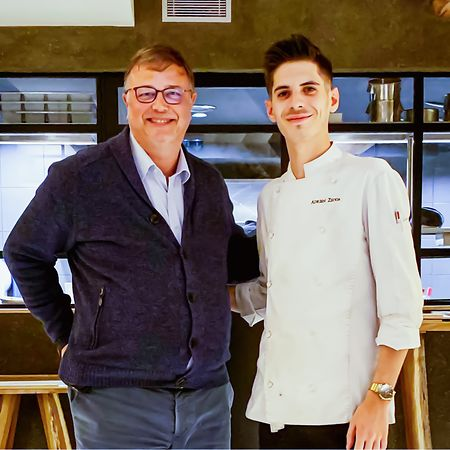 """Adrien Zedda, Chefkoch im prämierten """"Culina Hortus"""" (r.) mit dem  """"We're Smart""""-Verantwortlichem Frank Fol."""