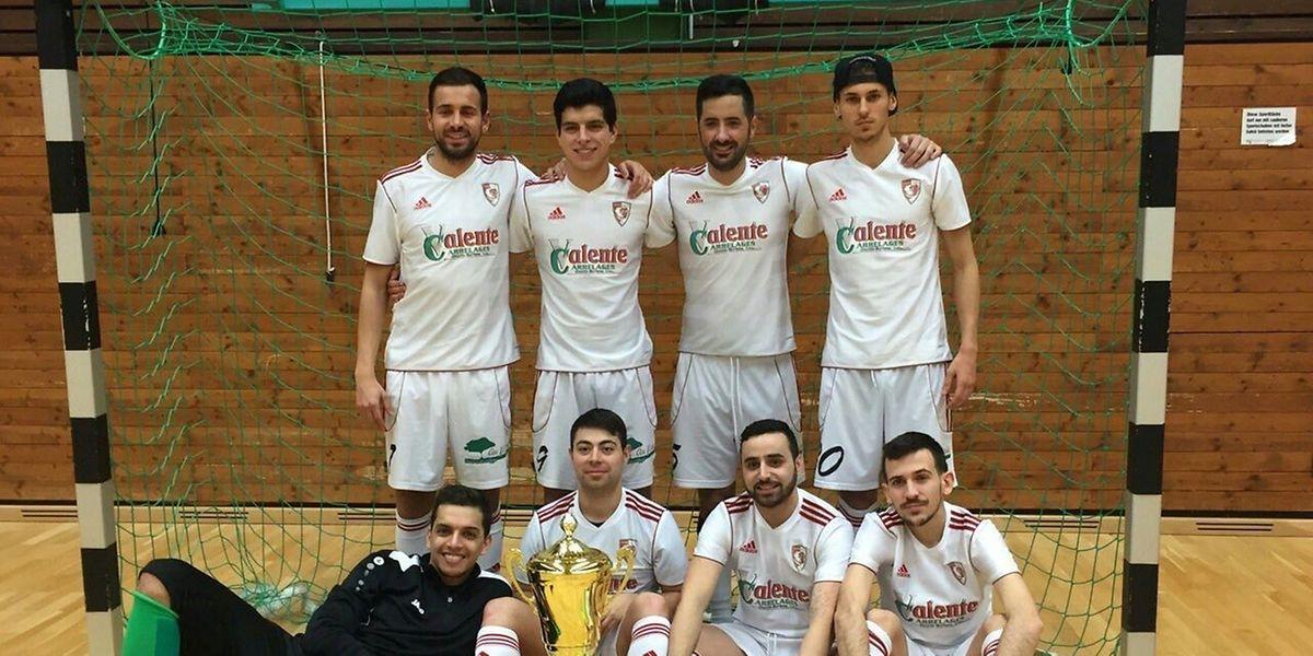 A equipa do Valente Juniors com o troféu