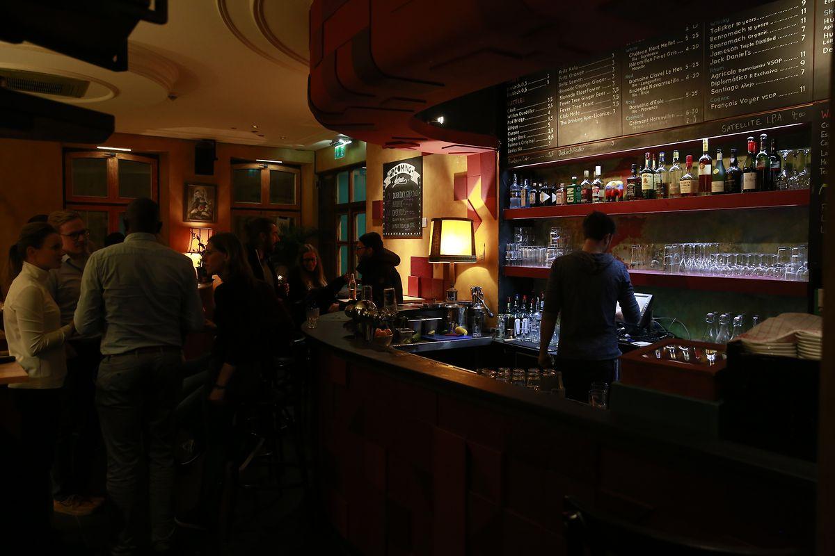 Die Bar im Erdgeschoss wird auch für Performances genutzt.