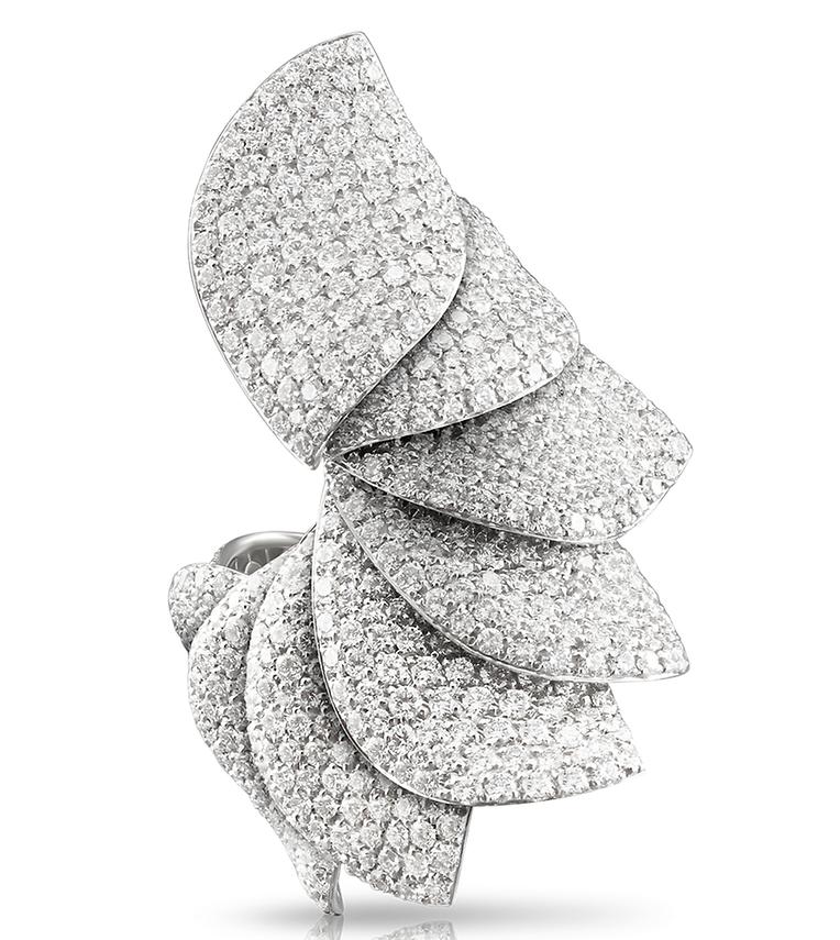 Bague en or blanc 18 carats avec diamants par Pasquale Bruni, prix sur demande.