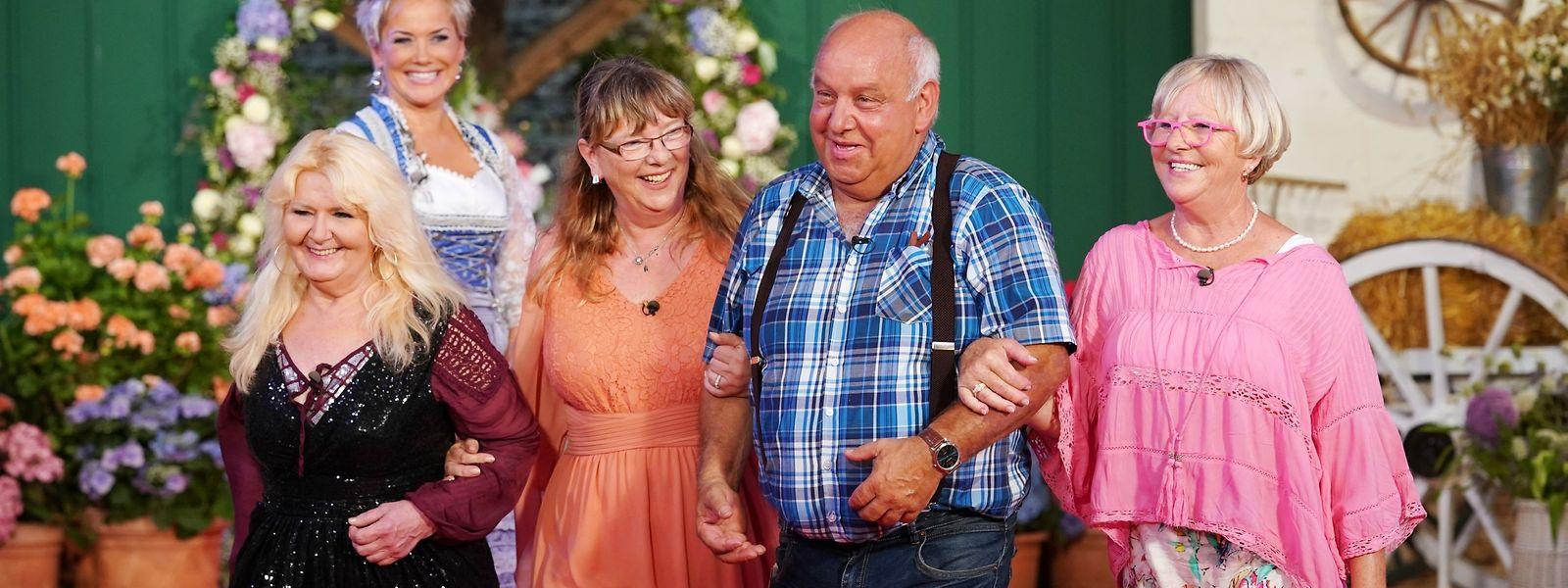 Maggie, Kerstin und Corinne (r.) kämpften beim Scheunenfest um die Gunst von Single-Landwirt Jürgen.