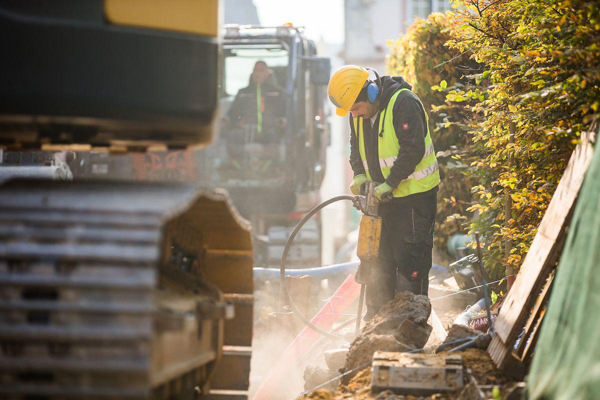 Die sonst schon schwierigen Bedingungen auf den Baustellen verschärfen sich zusätzlich im Winter. Viele Arbeitgeber schützen ihre Angestellten nicht ausreichend vor den Risiken.