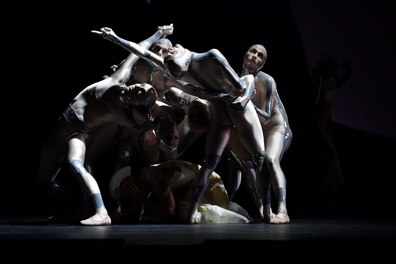"""Monaco. Keine Feiertagspause gab es für die Tänzer des Monte-Carlo-Balett, die """"Coppel-i.A"""" des französischen Tänzers und Choreografen Jean-Christophe Maillot vorbereiteten."""