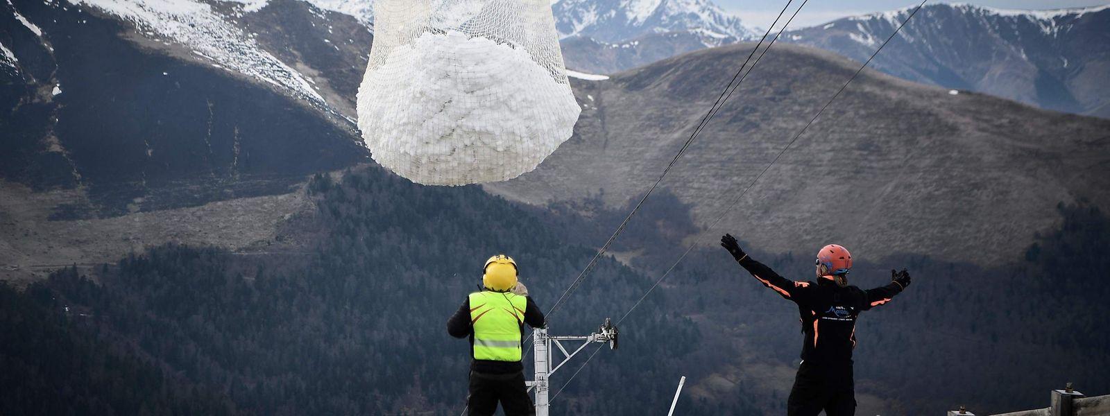En 2h30, plus de 50 tonnes de neige ont été déplacées des sommets.