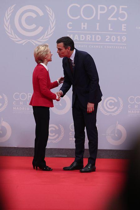 La présidente de la Commission européenne a déjà fait un tour à la COP25, pour rappeler qu'elle veut faire de la protection du climat une priorité de son mandat.