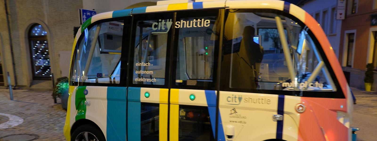 Depuis le 20 septembre 2018, deux mini-bus autonomes, c'est-à-dire sans chauffeur, circulent à Luxembourg dans le quartier Pfaffenthal.