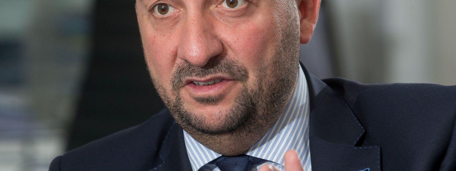 """""""Mehr Politik, weniger Langeweile"""", so die Devise von Etienne Schneider"""