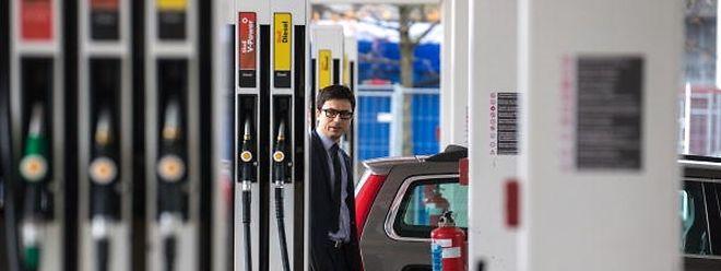 Autofahrer müssen ab Mitternacht mehr für das Benzin zahlen.