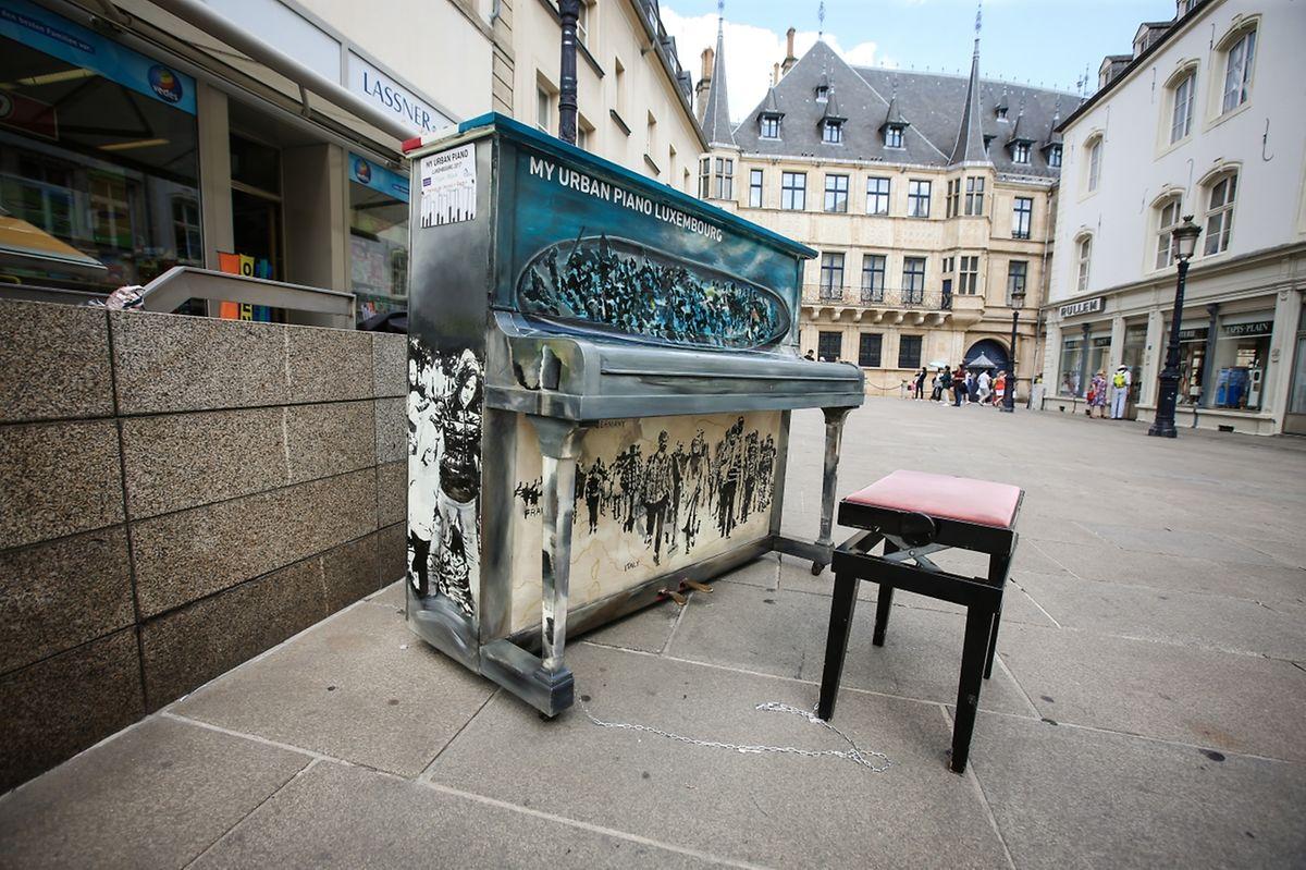 An dieses Klavier traute die amerikanische Reisegruppe sich nicht ran, bewunderte es aber im Detail.