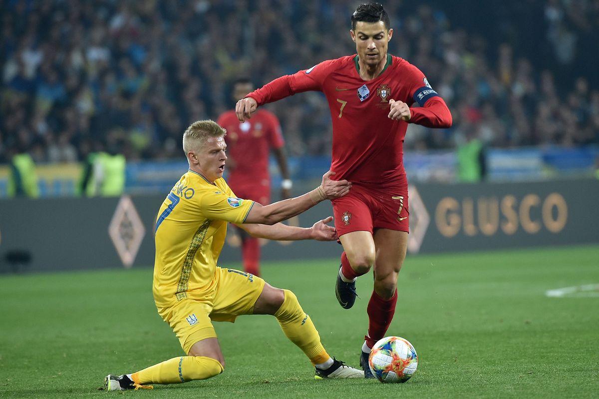 Cristiano Ronaldo (en rouge) et la Seleção se sont inclinés le 14 octobre dernier à Kiev contre l'Ukraine d'Oleksandr Zinchenko. Une défaite lourde de sens...