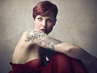 Le tatouage, marginal à l'origine, est devenu de plus en plus populaire, toutes classes sociales confondues.