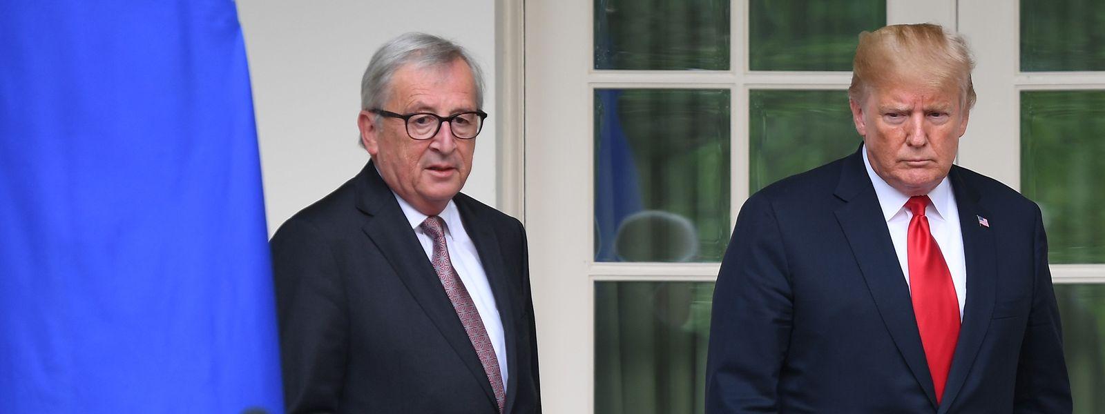 Juncker und Trump auf dem Weg zur gemeinsamen Pressekonferenz.
