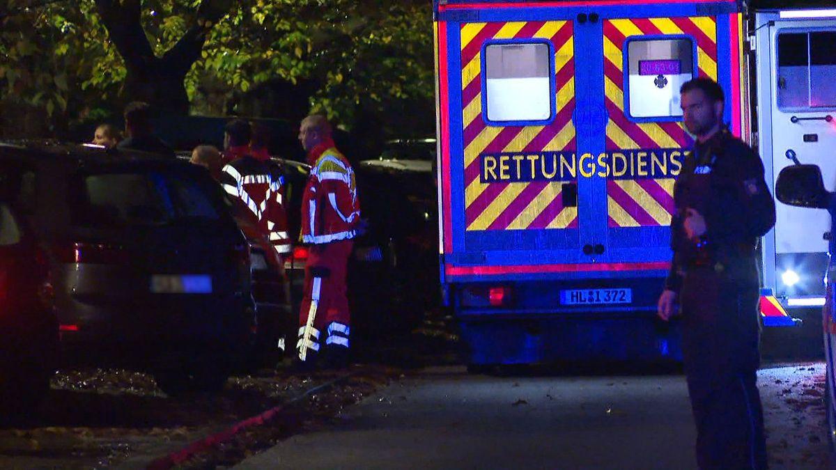 Lübeck: Ein Vater rief am Samstagnachmittag die Polizei, nachdem er und seine Tochter im Stadtpark von einem bedrohlich wirkenden Mann angesprochen worden waren. Kurz darauf seien mehrere Schüsse gefallen, wie die Polizei mitteilte.