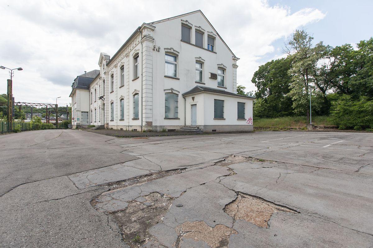 Das ehemalige Arcelor Direktionsgebäude auf der Industriebrache Esch-Schifflingen wird zum Ort der Begegnung.
