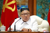 """This picture taken on July 25, 2020 and released from North Korea's official Korean Central News Agency (KCNA) on July 26 shows North Korean leader Kim Jong Un attending an emergency enlarged meeting of Political Bureau of WPK Central Committee at an undisclosed location. (Photo by STR / KCNA VIA KNS / AFP) / - South Korea OUT / ---EDITORS NOTE--- RESTRICTED TO EDITORIAL USE - MANDATORY CREDIT """"AFP PHOTO/KCNA VIA KNS"""" - NO MARKETING NO ADVERTISING CAMPAIGNS - DISTRIBUTED AS A SERVICE TO CLIENTS / THIS PICTURE WAS MADE AVAILABLE BY A THIRD PARTY. AFP CAN NOT INDEPENDENTLY VERIFY THE AUTHENTICITY, LOCATION, DATE AND CONTENT OF THIS IMAGE --- /"""