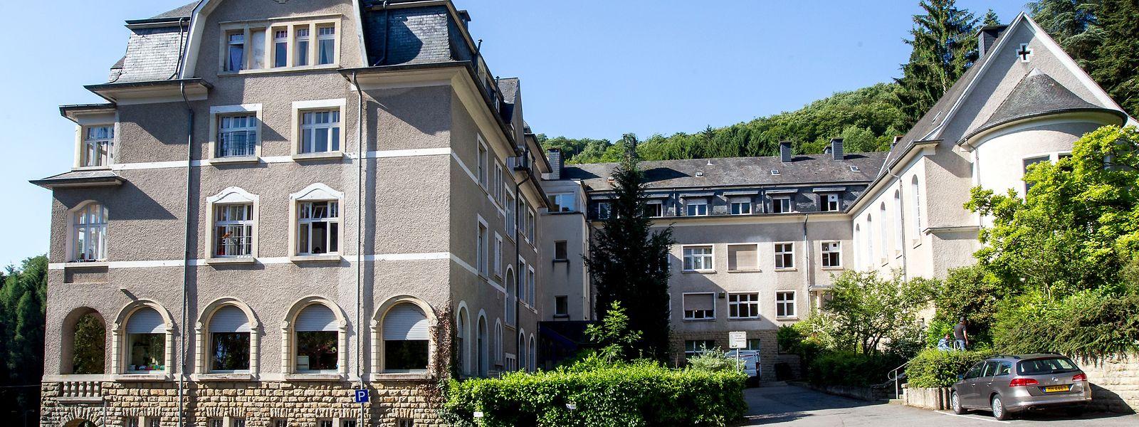 Das Centre Héliar hoch oben über der Sauer ist von der Straße aus kaum zu erkennen.