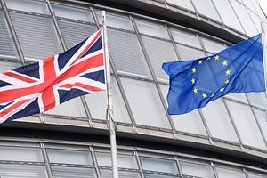 (FILES) This file photo taken on May 27, 2016 shows The British Union flag (L) and the European Union (EU) flag flying side-by-side outside City Hall, the headquarters of the Greater London Authority, in central London If Britain votes to leave the European Union on Thursday, it will be the culmination of decades of half-hearted and often hostile relations with neighbouring countries. / AFP PHOTO / LEON NEAL