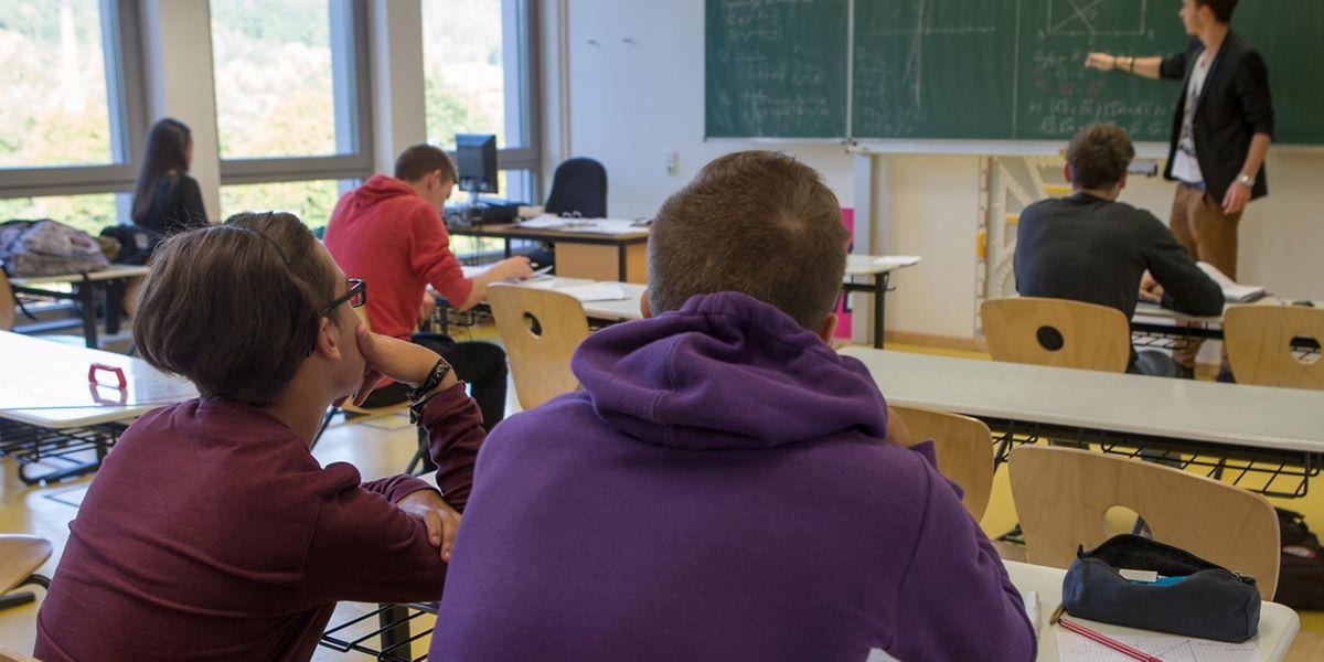 Mathestudent Paul Klensch steht zum ersten Mal vor einer Klasse. Nachhilfe ist dennoch kein Neuland für ihn.