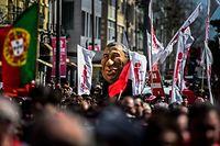 Portugals sozialistische Regierung steht vor einer schweren Krise, nachdem die linken Bündnispartner bei einer Parlamentsabstimmung unerwartet die konservative Opposition unterstützt haben.