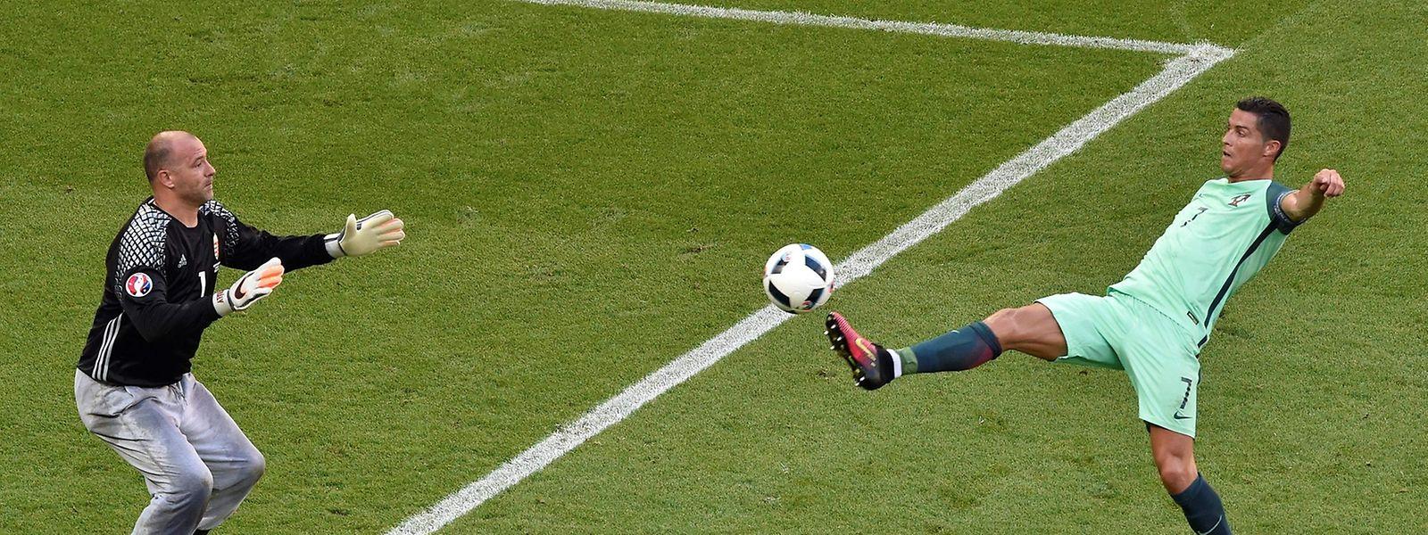 Cristiano Ronaldo gegen Gabor Kiraly.