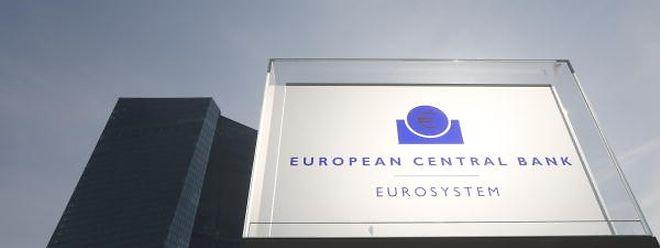 Kritiker bemängeln, dass die EZB sowohl die Geldpolitik als auch die Bankenaufsicht im Euroraum verantwortet.
