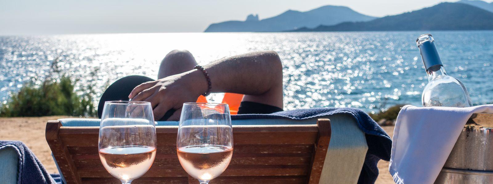 Chillen am Strand Es Codolar: Das UrlaubszielIbiza wartet auf Gäste.