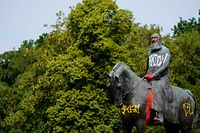 TOPSHOT - A picture taken on June 10, 2020 shows the defaced statue of King Leopold II of Belgium in Brussels. - Statues of Leopold have long been a target of activists because of his record of brutal colonial rule in Belgium's former central African colonies. The movement has gained momentum in recent days after the latest US police killing of an unarmed black suspect triggered a global wave of protest. (Photo by kenzo tribouillard / AFP)
