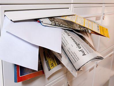 Den Schlüssel für den Briefkasten sollte man einem Nachbarn oder Bekannten geben, bevor es in den Urlaub geht.