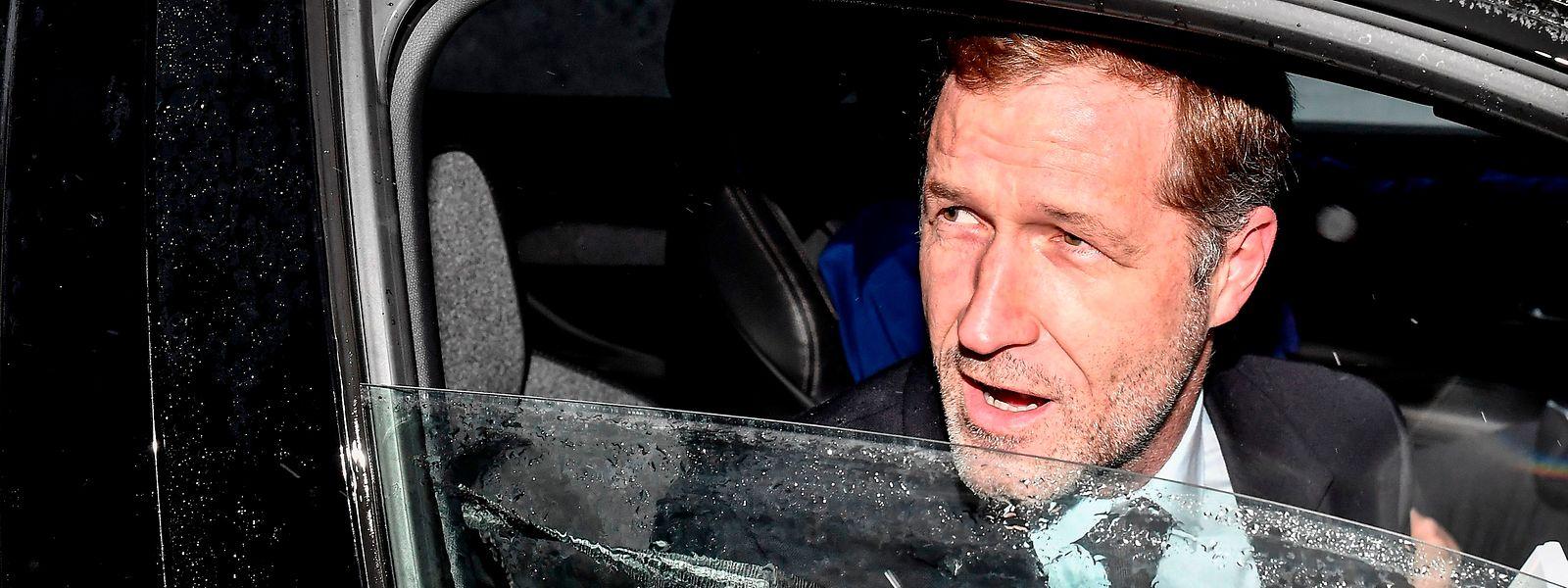 L'informateur Paul Magnette en route vers le palais royal, où il va demander décharge de sa mission. Son échec relatif atteste la volonté de deux partis flamands de rester en dehors du jeu.