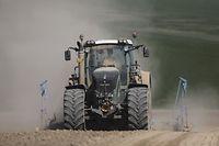 Nicht nur trockene Böden machen den Bauern zu schaffen; sie benötigen vor allem ausreichend verfügbare Nutzfläche zu annehmbaren Preisen.