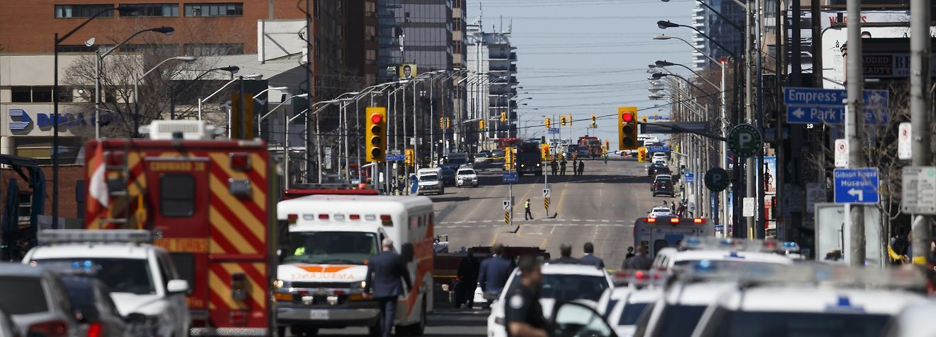 TORONTO, ON - APRIL 23: Law enforcement and first responders on scene at Yonge St. at Finch Ave. after a van plows into pedestrians April 23, 2018 in Toronto, Ontario, Canada. A suspect is in custody after a white van collided with multiple pedestrians.   Cole Burston/Getty Images/AFP == FOR NEWSPAPERS, INTERNET, TELCOS & TELEVISION USE ONLY ==