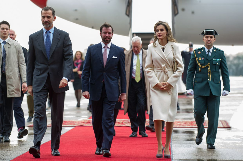 König Felipe und Königin Letizia kamen am Flughafen Findel an und wurden von Erbgroßherzog Guillaume empfangen.