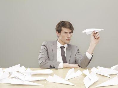 Aufschieberitis: Es gibt Menschen, die wichtige Dinge immer wieder auf die lange Bank schieben und alleine damit viel Zeit verbringen.