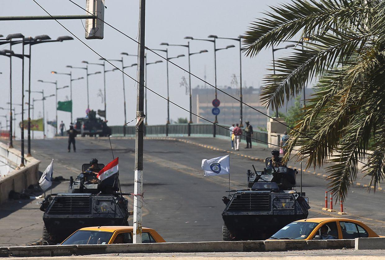 In Bagdad setzte die Polizei Panzerfahrzeuge ein.