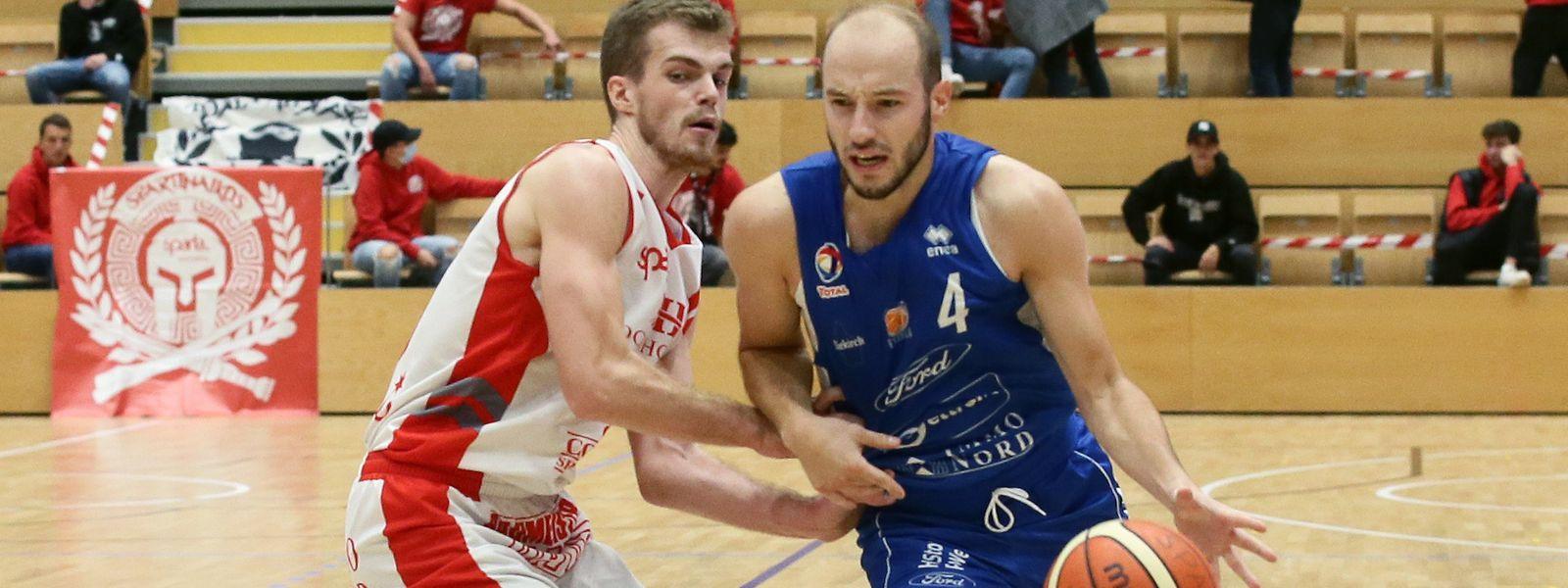 Basierend auf den offiziellen Statistiken gehören Yannick Verbeelen und Philippe Gutenkauf (r.) zu den zwölf besten Basketballern in Luxemburg.