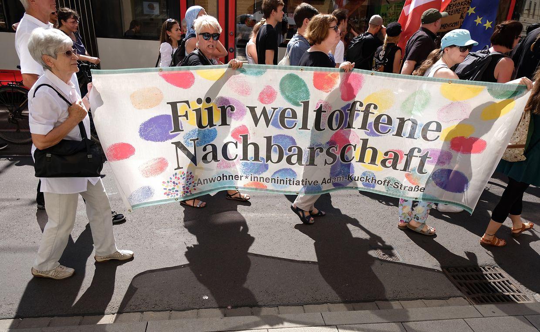 Auch in Halle demonstrieren am Samstag zahlreiche Menschen gegen eine rechte Versammlung.