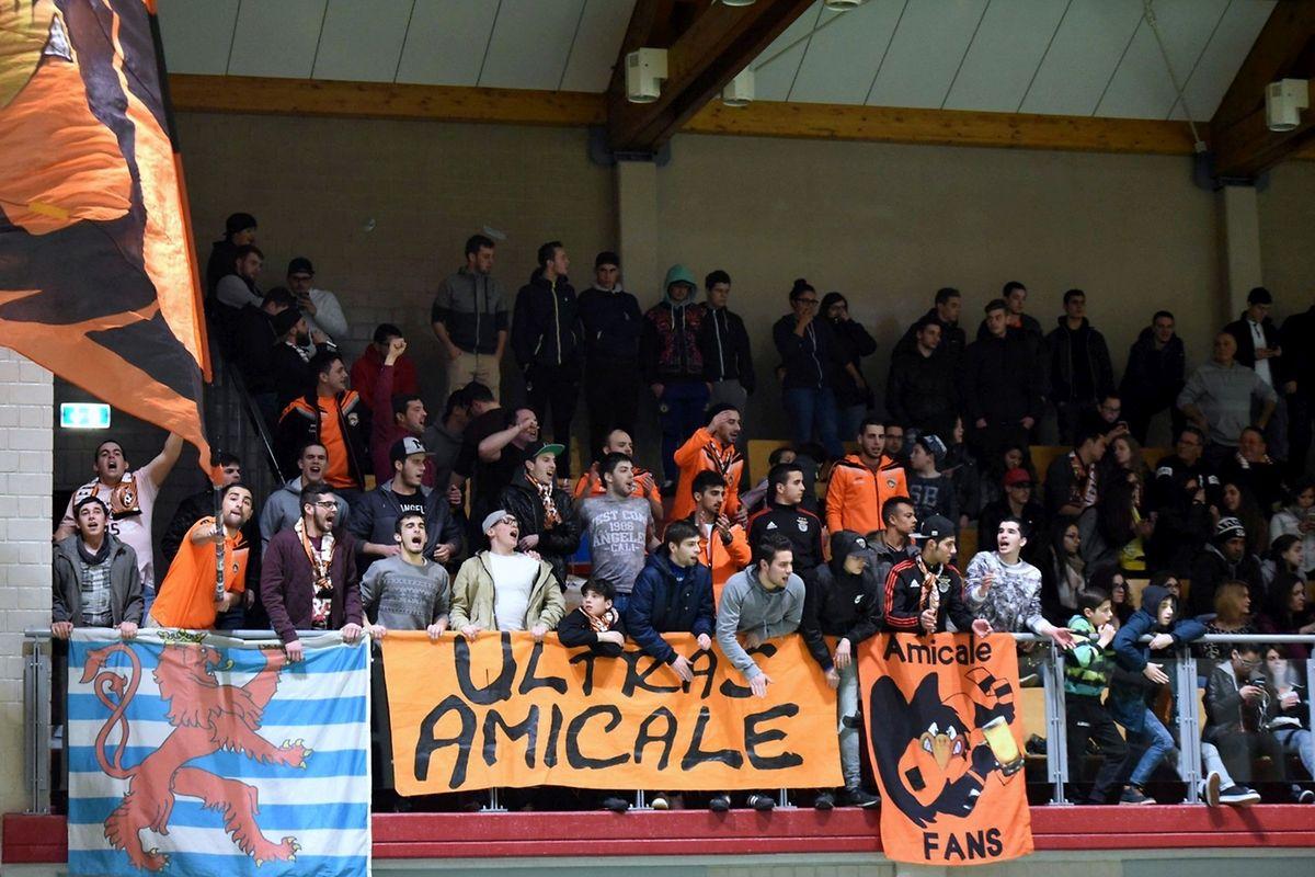 Les fidèles et bouillants supporters de l'Amicale Clervaux soutiennent leur équipe aussi bien en déplacement qu'à domicile