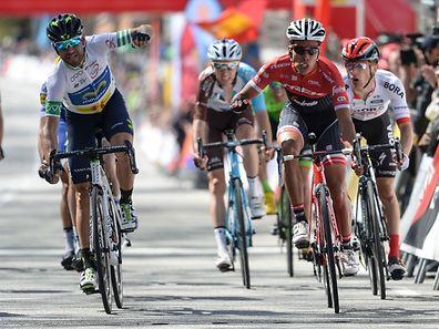 Valverde gagne encore alors que Jarlinson Pantano est furieux d'être revenu si tard dans le sprint.