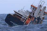 Das niederländische Frachtschiff Eemslift Hendrika treibt ohne Besatzung vor Norwegen. Das Schiff hat rund 350 Tonnen Schweröl und 50 Tonnen Diesel an Bord.