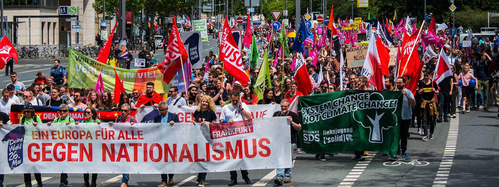 Unter dem Motto «Ein Europa für Alle - Deine Stimme gegen Nationalismus» riefen mehr als 150 Organisationen in Deutschland und europäischen Städten zu Demonstrationen auf. Hier eine Demonstration in Frankfurt.
