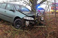 Der verunfallte Wagen war eine kleine Böschung hinuntergerutscht.