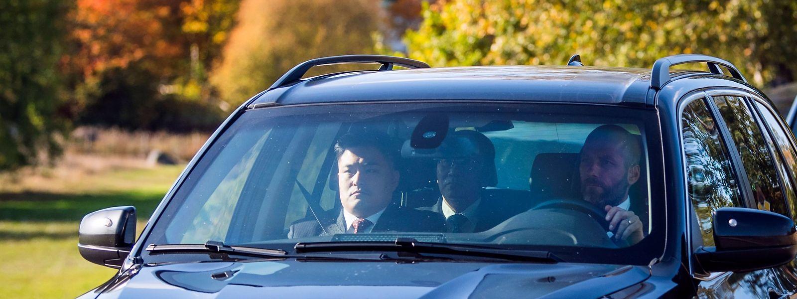 Nordkoreanische Delegationsmitglieder auf dem Weg zum Treffen.