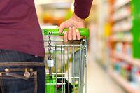 Ältere Menschen können ihren Einkauf erledigen lassen.